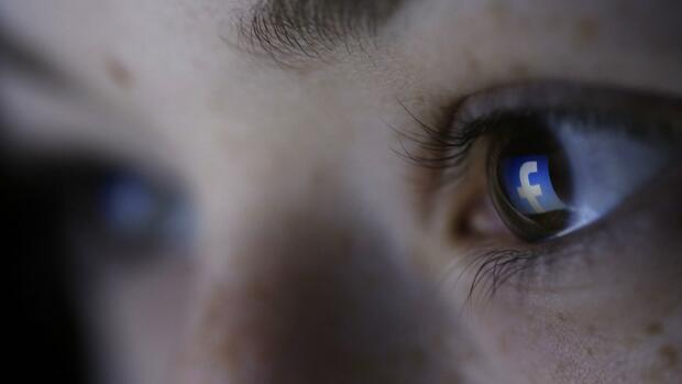 Facebook-Symbol, Auge Quelle: REUTERS