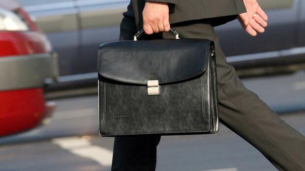 Der Klassiker für Herren  Die AktentascheMänner liegen mit einer  klassischen Aktentasche immer richtig. Bei f071bd4425