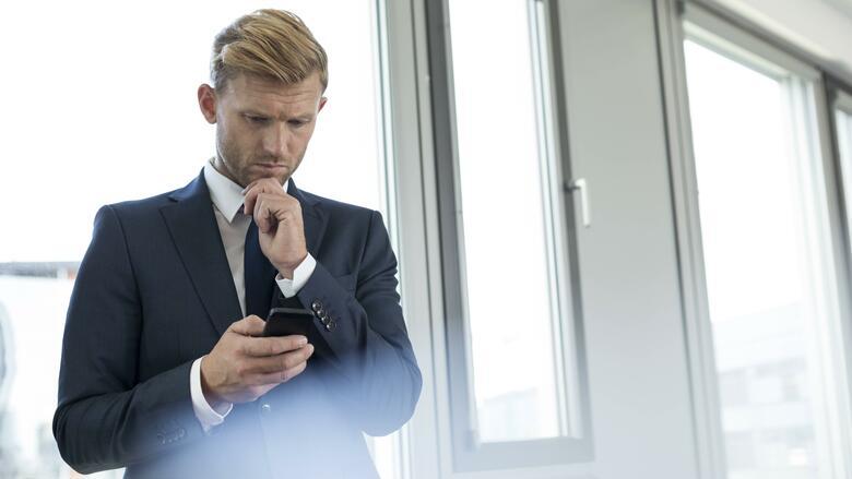 Job-Knigge: Acht goldene Smartphone-Regeln fürs Büro
