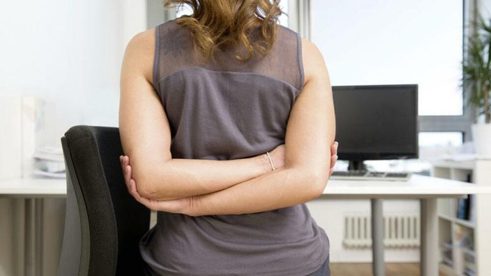 Eine Anleitung: So halten Sie sich mit Bürostuhl-Yoga fit