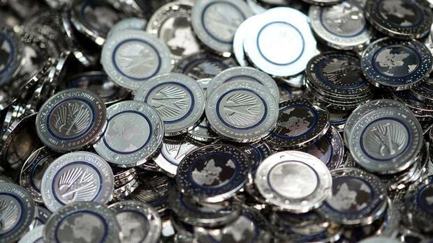 Ansturm Auf Neue Fünf Euro Münze Sammelwütige Mit Freunden Und