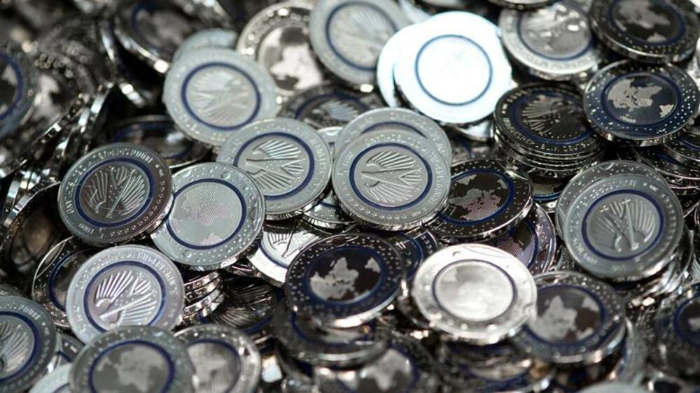 Neue 5 Euro Münze Die Welt In Blau Und Silber