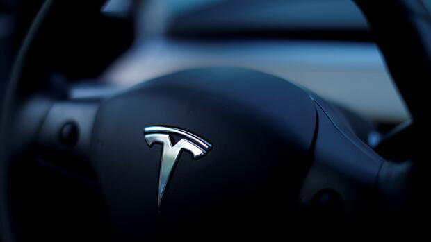 Tesla-Elektroautos: Musk will Software für autonomes Fahren