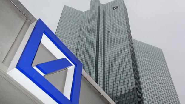 huGO-BildID: 24393642 File picture shows Deutsche Bank logo in front of the Deutsche Bank headquarters in Frankfurt February 24, 2011. German police are investigating a suspicious envelope sent to Deutsche Bank on December 7, 2011 and addressed to Josef Ackermann, chief executive of Germany's biggest bank, a police spokesman in Frankfurt said. Picture taken February 24, 2011. REUTERS/Ralph Orlowski/File (GERMANY - Tags: BUSINESS CRIME LAW) Quelle: REUTERS