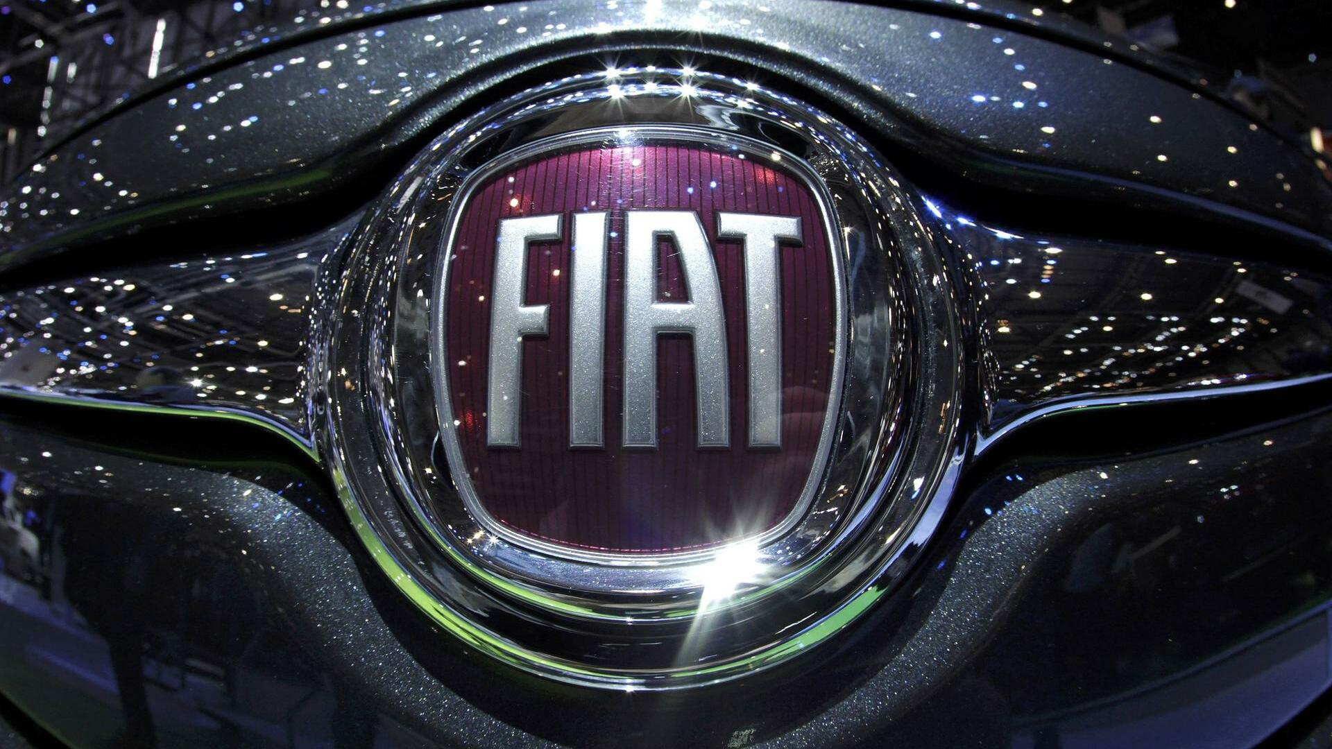 A logo is seen on a car displayed on the Fiat booth Quelle: REUTERS
