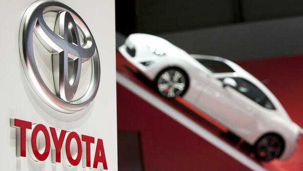 A logo is seen on Toyotas booth Quelle: REUTERS
