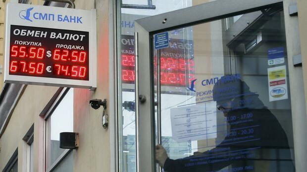 In Russland sind vor allem kleinere Banken durch den Rubelverfall bedroht. Quelle: REUTERS