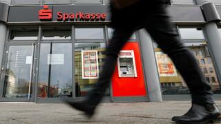 """Newsletter """"Recht & Steuern"""": Unwirksame Zinsklausel: Mehr Geld für Sparkassen-Kunden"""