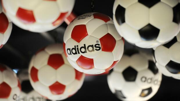 Adidas zahlt nach Gewinnanstieg mehr Dividende