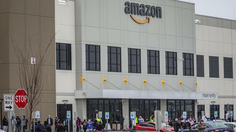 Online-Händler: Amazon gerät wegen Kündigung von Streik-Organisator unter Druck