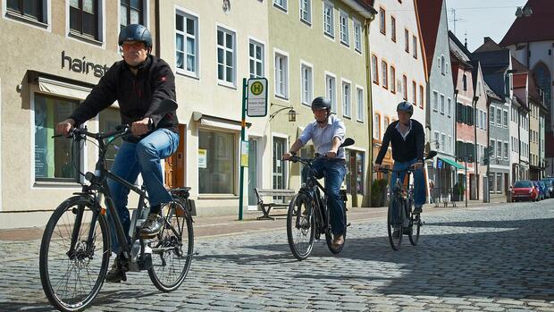 Bildergebnis für E-Bike auf dem weg zum Büro