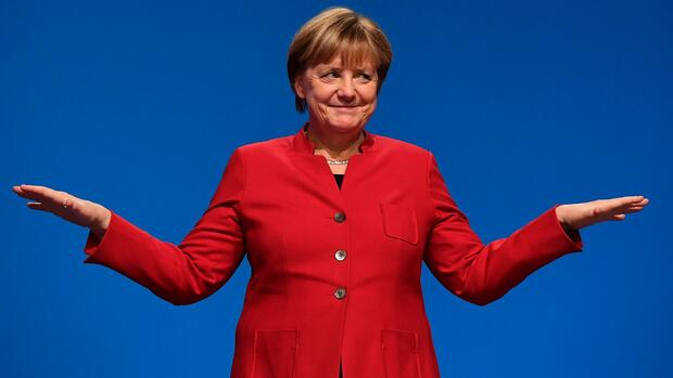 German Chancellor Angela Merkel gestures after addressing delegates during her conservative Christian Democratic Union (CDU) party's congress in Essen, western Germany, on December 6, 2016. German Chancellor Angela Merkel launches into campaign mode for elections taking place in 2017. / AFP PHOTO / TOBIAS SCHWARZ Quelle: AFP