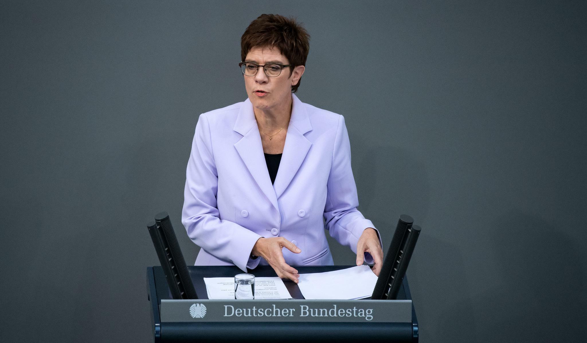 Haushalt: Kramp-Karrenbauer will mehr Geld für die Bundeswehr