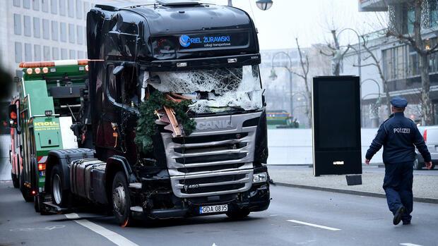 Anschläge: Medien: Automatisches Bremssystem stoppte Lkw bei Anschlag in Berlin