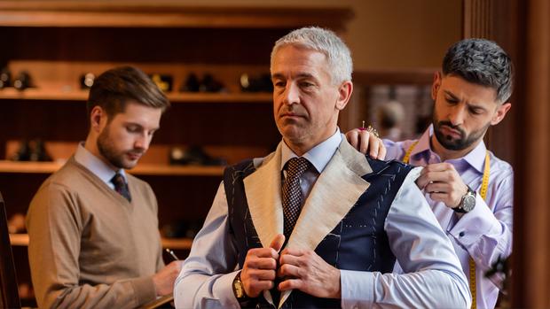 new concept ae5c4 1091c Dresscode im Job: Wie Anzug und Krawatte uns im Job beeinflussen