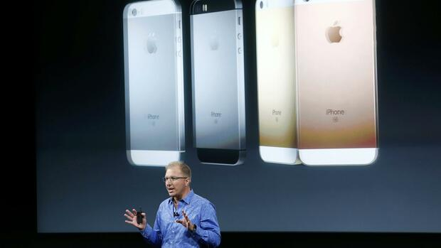iPhone-Vorstellung durch Apple-Vize Greg Joswiak Quelle: REUTERS