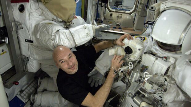 Panne im Weltall: ISS-Astronauten brechen Außeneinsatz ab