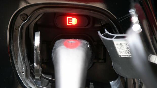 Autosalon Genf: Was noch zum Elektroauto-Durchbruch fehlt