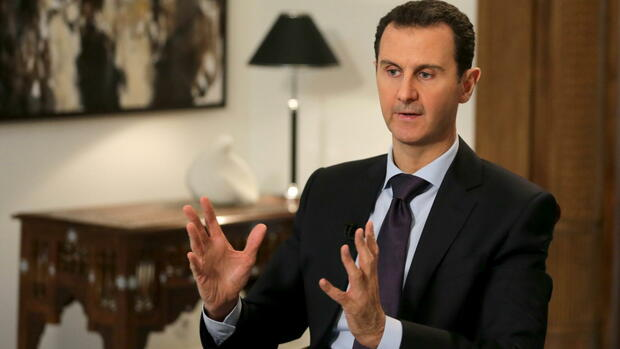 epa05158104 A handout photograph released on 13 February 2016 by the official Syrian Arab News Agency (SANA) shows Syrian President Bashar Assad giving an interview to the AFP news agency, in Damascus, Syria, 11 February 2016. According to SANA, Assad said during the interview that humanitarian problem of Syrian refugees and people inside the country 'is caused by terrorism, Western policies, and the embargo imposed on the Syrian people'. EPA/SANA HANDOUT EDITORIAL USE ONLY/NO SALES (zu dpa Die wichtigsten Akteure im Syrienkrieg vom 23.02.2016) +++(c) dpa - Bildfunk+++ Quelle: dpa
