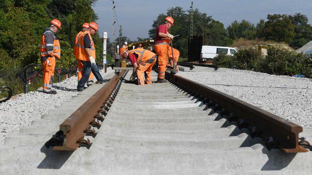 Neue Gleise an Rheintalbahn : Schlichtung soll Schadensursache klären