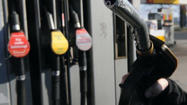 Wie die Oktanzahl des Benzins zu erhöhen, zu ergänzen