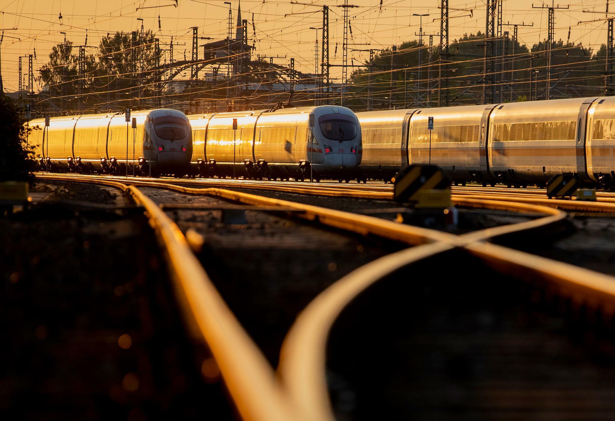 Deutsche Bahn: Die Bahn sollte Arriva und Schenker verkaufen