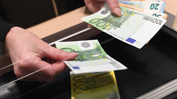 BGH-Urteil: Sparkassen dürfen fürs Abheben Geld verlangen
