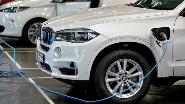 BMW Plug-in-Hybrid. Quelle: dpa