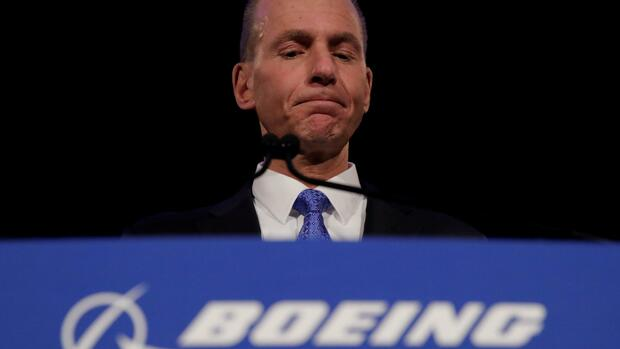 Boeing Co Chief Executive Dennis Muilenburg pauses while speaking during a news conference at the annual shareholder meeting in Chicago, Illinois, U.S., April 29, 2019. Jim Young/Pool via REUTERS TPX IMAGES OF THE DAY Quelle: Reuters