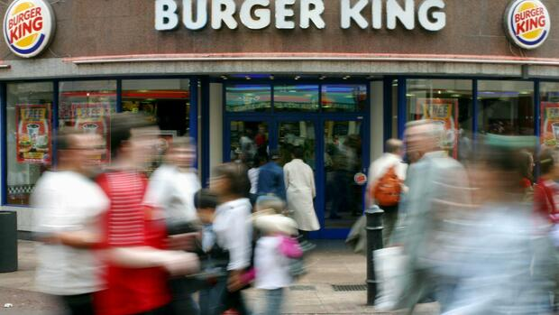 People walk past a branch of Burger King in central London Quelle: AP