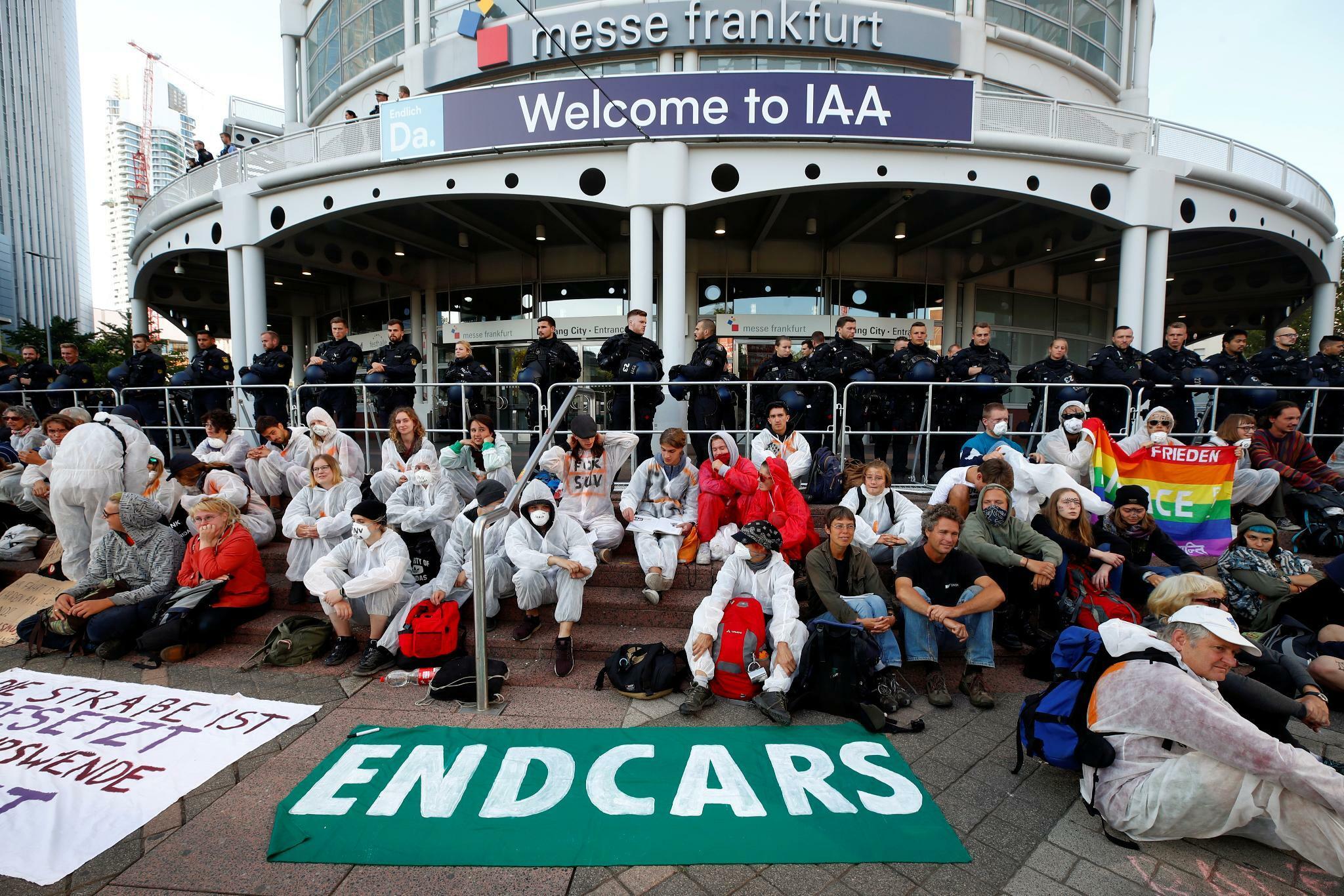 Demonstranten blockieren Zugang zur IAA