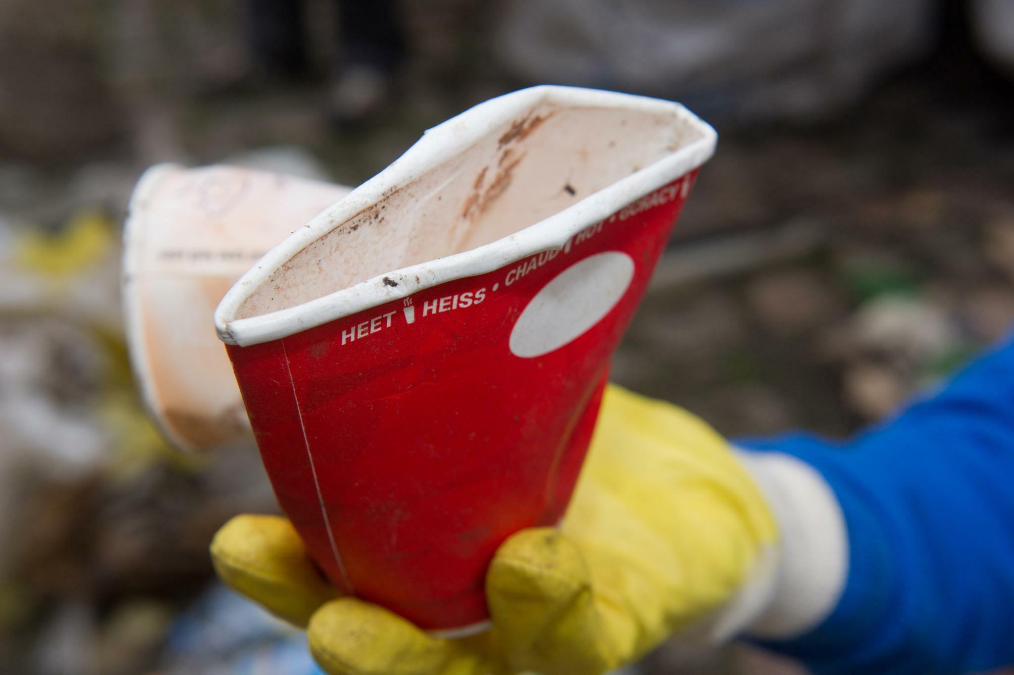 Wie gewöhnt man Kunden den Coffee-to-go-Pappbecher ab?