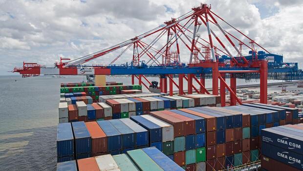 Exporte legen im Juni nur leicht zu