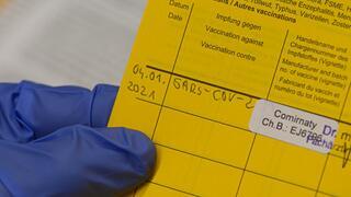 """Kritik am Impfstoffmangel: Corona-Impfung """"komplizierter als ein Hauskauf"""""""