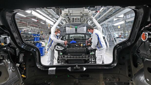 Werksferien Trotz Corona Die Autoindustrie Fahrt Wieder Hoch