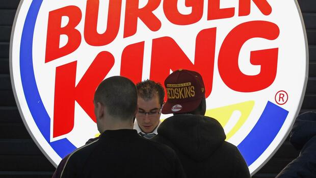 Kunden in einer Burger King-Filiale Quelle: REUTERS