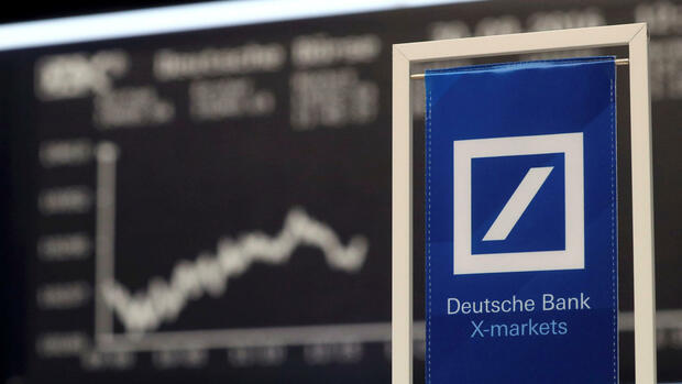 A Deutsche Bank banner is pictured in front of the German share price index, DAX board, at the stock exchange in Frankfurt, Germany September 30, 2016. REUTERS/Kai Pfaffenbach/File Photo Quelle: Reuters