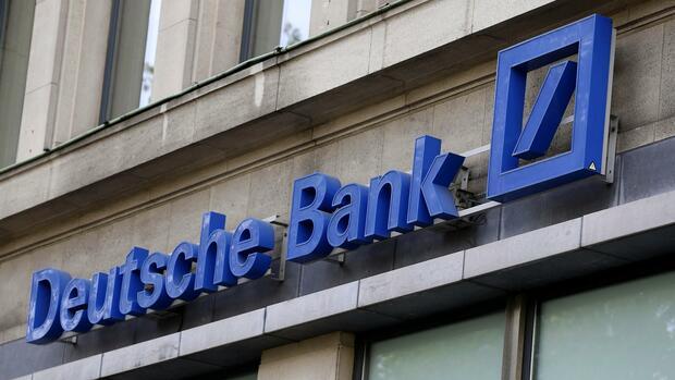 Deutsche Bank erzielt unerwartet hohen Gewinn - dpa
