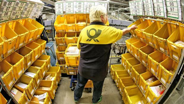 Deutsche Post Senkt Prognose Und Kündigt Sparprogramm An