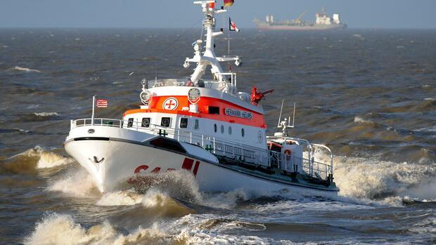 Gefahrgut-Tanker läuft vor Cuxhaven auf Grund