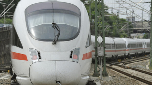 Archiv - Ein Intercity Express Quelle: AP