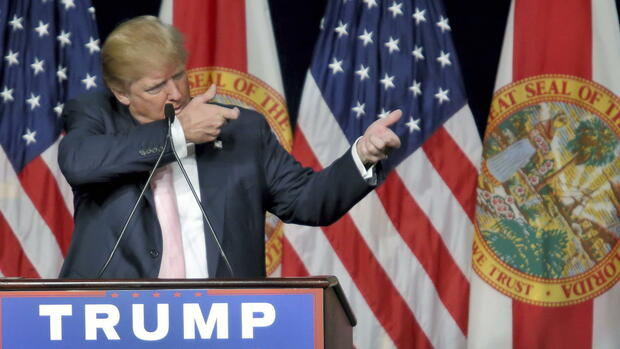 "(FILE) epa04992228 Republican US presidential candidate Donald Trump gestures as he speaks during a campaign rally at the Trump National Doral Miami hotel in Miami, Florida, USA, 23 October 2015. Trump made his first public visit at the Trump National Doral Miami golf resort since announcing his presidential candidacy. EPA/CRISTOBAL HERRERA (zu ""Wirbel um mehrdeutige Trump-Aussage - Aufruf zu Gewalt gegen Clinton?"" vom 10.08.2016) +++(c) dpa - Bildfunk+++ Quelle: dpa"