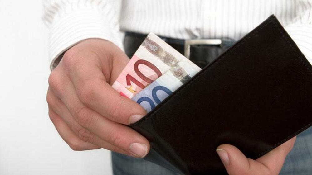 Zu erwähnen ist, dass die Gebühren nicht abhängig sind von den Umsätzen bzw. sie werden nicht dadurch bestimmt und somit festgelegt. Es taucht die gewisse Gebühr auf, wenn Einzahlungen oder Auszahlungen getätigt werden.