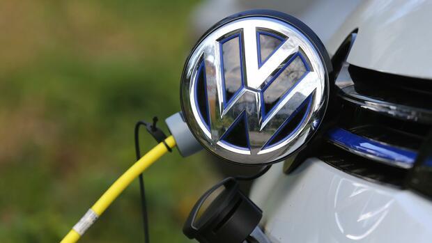 Kreise: VW denkt über Einstieg in Batteriezellfertigung nach