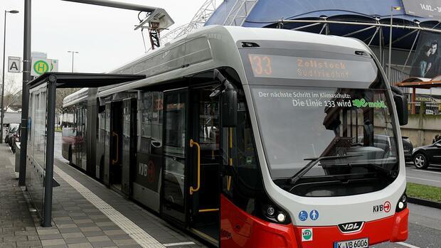 Wettbewerbskommissarin:EU-Kommission billigt Förderung für Elektrobusse in Deutschland