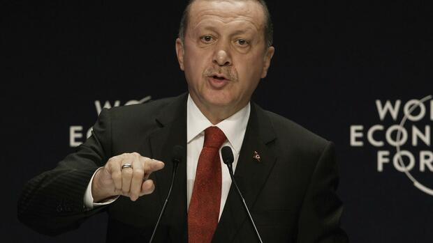 huGO-BildID: 39503754 Turkey's President Tayyip Erdogan speaks during the World Economic Forum Special Meeting on Unlocking Resources for Regional Development in Istanbul September 28, 2014. REUTERS/Osman Orsal (TURKEY - Tags: POLITICS BUSINESS) Quelle: REUTERS