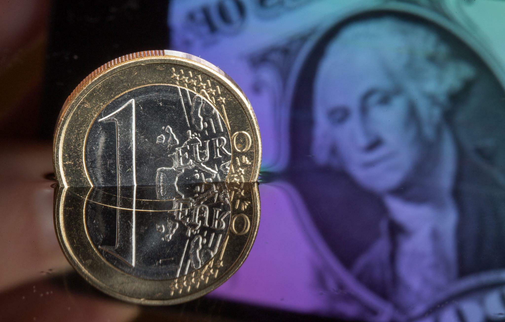 Devisen: Euro stabil, Pfund gibt deutlich nach
