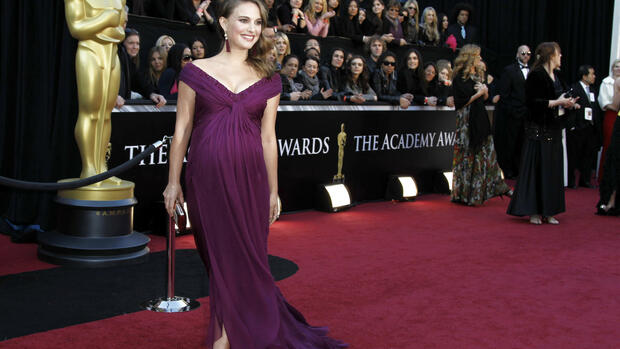 actress Natalie Portman, wearing an ensemble styled by Kate Young, arrives at the 83rd Academy Awards in the Hollywood section of Los Angeles. Quelle: dapd
