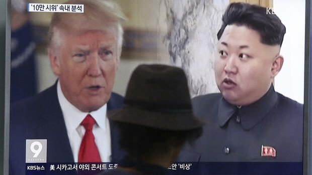 "FILE - In this Aug. 10, 2017, file photo, a man watches a TV screen showing U.S. President Donald Trump, left, and North Korean leader Kim Jong Un during a news program at the Seoul Train Station in Seoul, South Korea. North Korea detonates its strongest ever nuclear test explosion and Trump takes to Twitter to criticize both North and South Korea, China and ""any country doing business� with Pyongyang. But the tweet storm will be noticed in Asia as much for what's missing as for the tough words. (AP Photo/Ahn Young-joon, File) Quelle: AP"