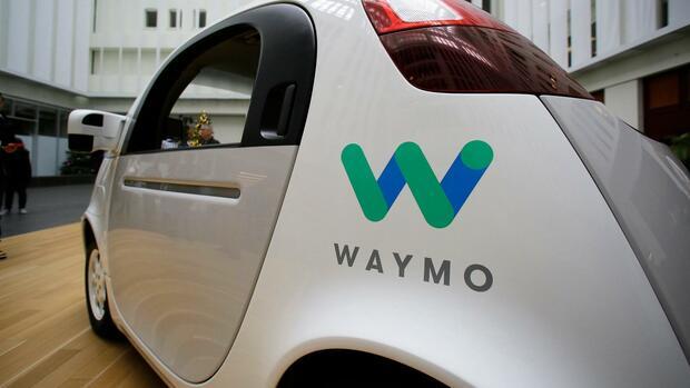 Kalifornien lässt Waymos Roboterautos ohne Fahrer auf die Straße
